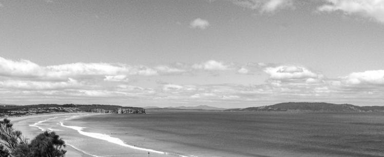 Clifton Beach LOOKING TO CAPE DESLACS-2